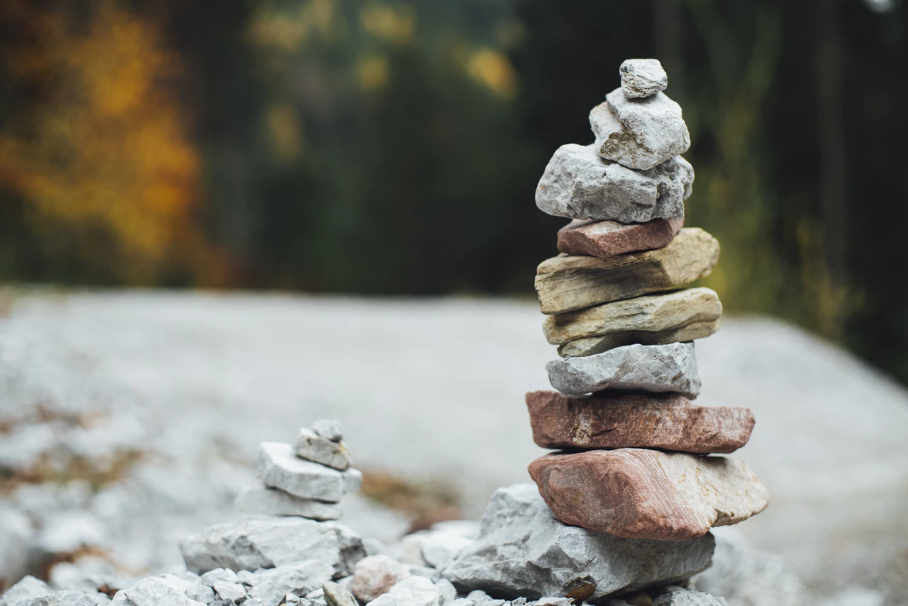 A well-balanced stack of rocks